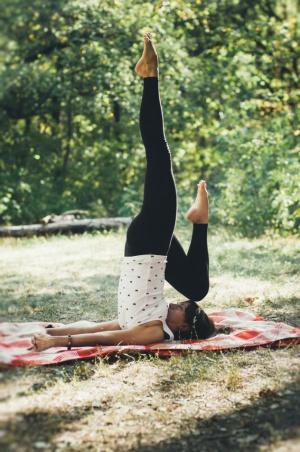 От йоги болит живот