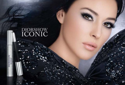 58f567138207 Моника Белуччи - многолетнее рекламное лицо косметики и ароматов Dior