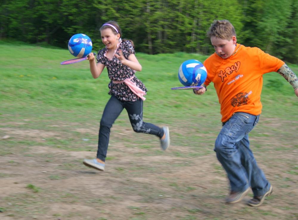 Детские спортивные конкурсы и эстафеты на природе