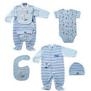 Сегодня детские магазины предлагают широкий выбор одежды для новорожденных.  Как не ошибиться и не купить ничего лишнего  И так, в первые месяцы жизни  малыша ... c1c9c6370e7