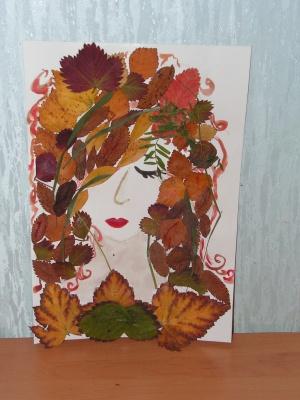 Картины платьев из листьев